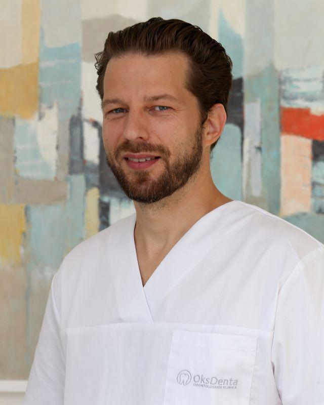 Mindaugas Neverauskas Gyd. burnos chirurgas, implantologas